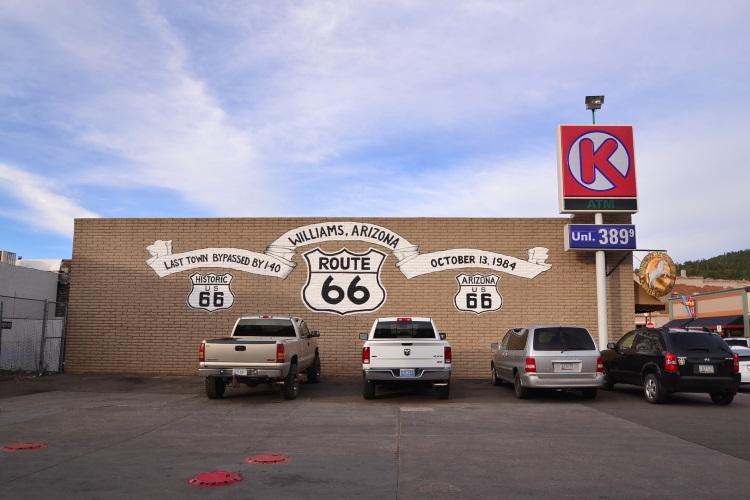 回拉斯维加斯前先停在Williams,这个小镇是66号公路的据点,全镇都在卖66号公路的商品,可说是66号公路的主题小镇。