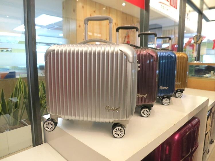 为欢庆20周年与回馈顾客而推出的限量纪念款手提行李箱。