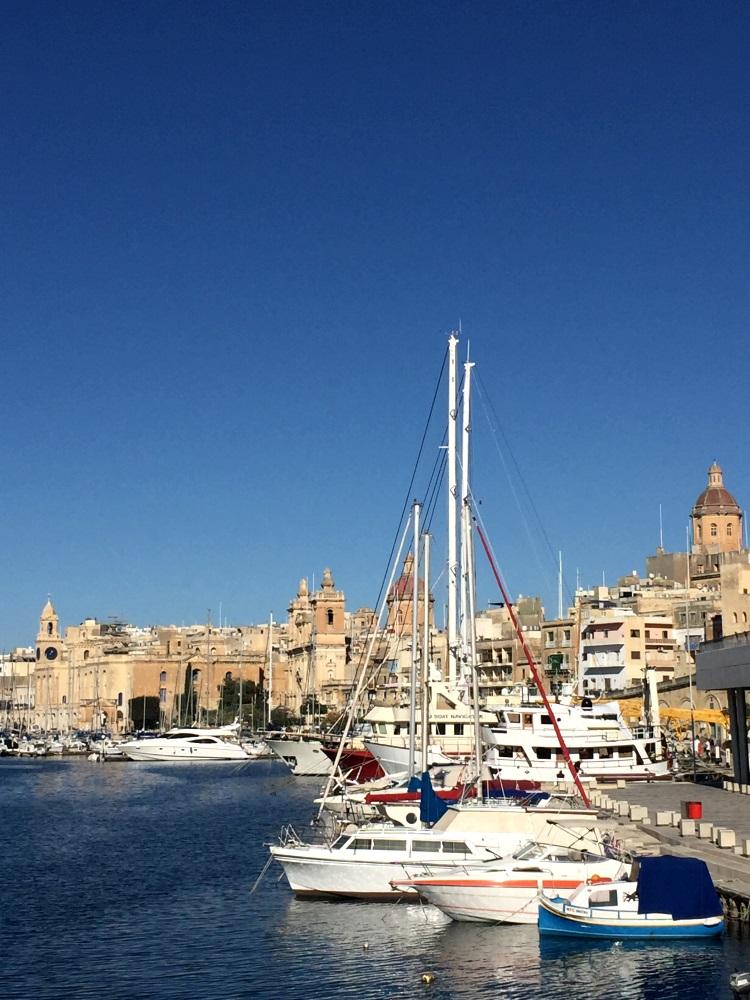 """马尔他最引人入胜的景点;""""三城""""与海湾,是16世纪时骑士军建造的深水港古堡"""