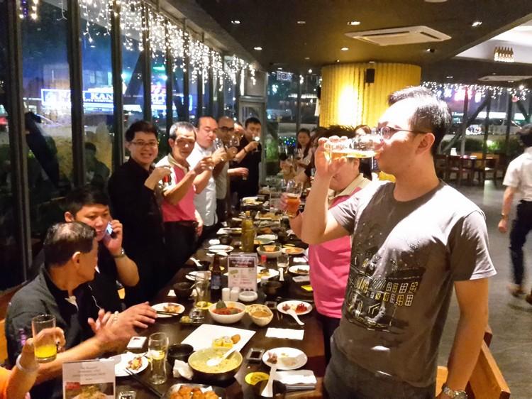 与台湾休闲农场合作伙伴干杯!