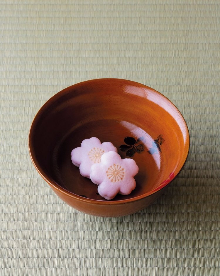 樱花造型的和果子精致得有模有样。