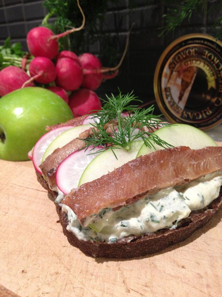 rsz_smorrebrod-kippers-potato-radish