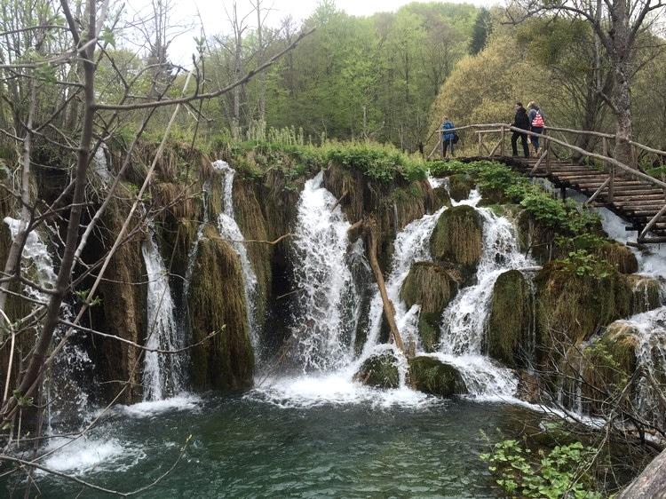 高低差让这里有多个瀑布可赏。