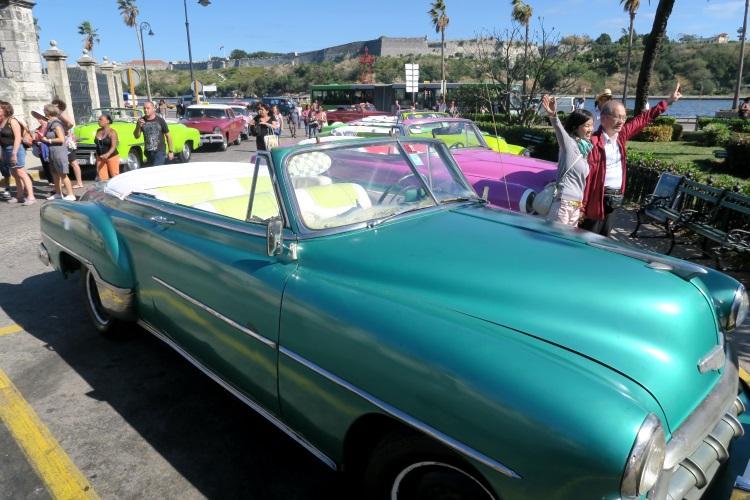古董车成为了哈瓦那的 旅游活招牌;50-60年代的身份。