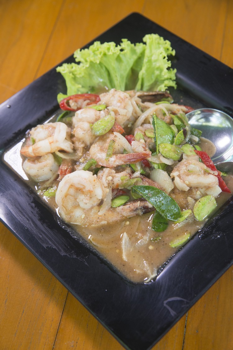 Stirred Fried Shrimp with Shrimp Sauce(220泰铢)