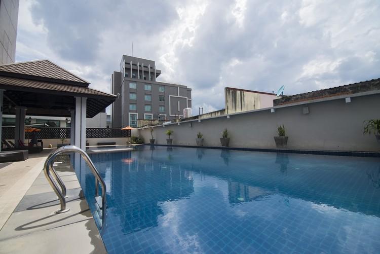 酒店设有氯化盐泳池,分成儿童池(深0.60米,长8x7米)及成人池(深1.35米,长8x15米),开放时间为6.30am至8pm。