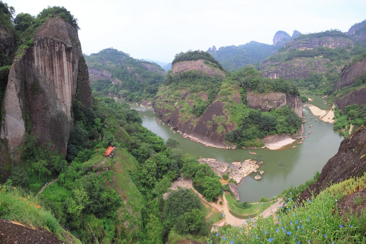 云集了自然景观和人文历史文化的武夷山,无论对福建本身还是中国而言,都是公认的名山。