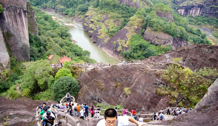 登得越高,更能感受到武夷山的大气。