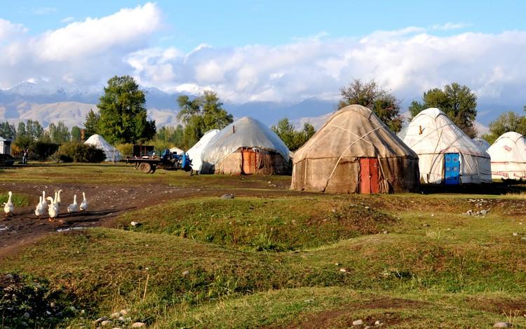 民族的生活部落。有些以民族归类群居,有些则零散式的生活在一个部落里。