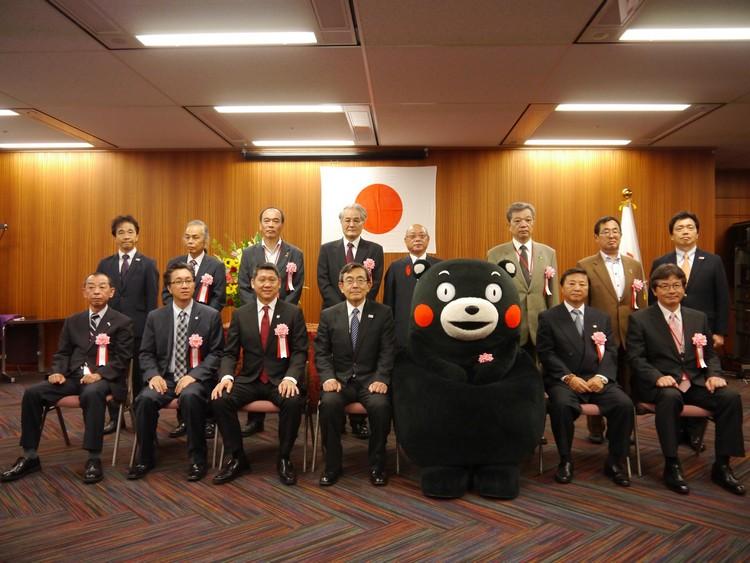 """历史性照片;熊本观光吉祥物""""熊本宝宝"""",与李桑一起被选为日本政府观光大臣奖。"""