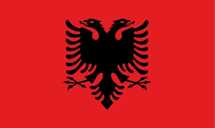 阿尔巴尼亚人很爱自己的国旗;严肃、热血。国旗的双头雄鹰,是民族英雄斯坎德培的象征!