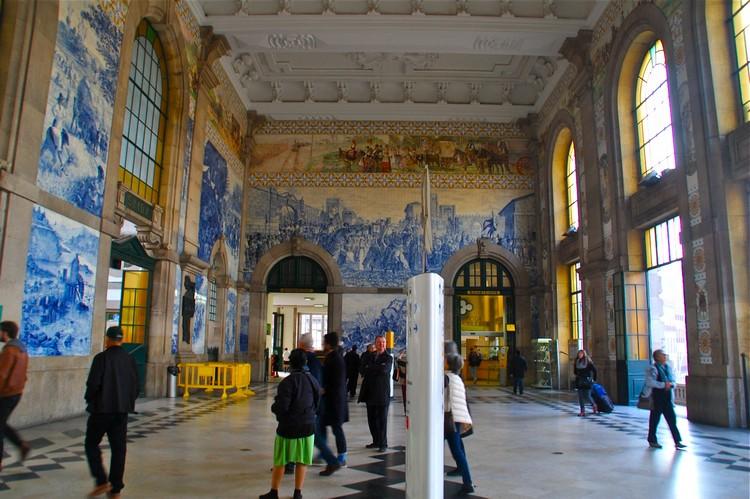 圣贝托火车站的蓝彩瓷砖壁画。