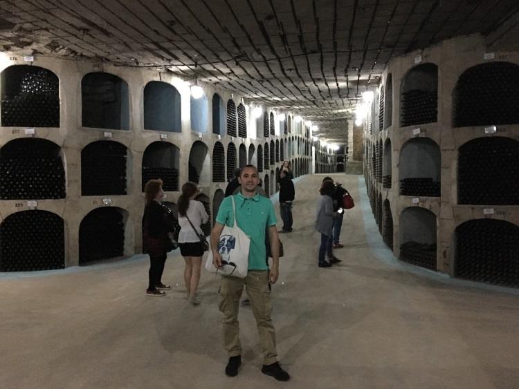 收藏着2百万瓶葡萄酒,有些还是世界收藏家的价值连城私酒。