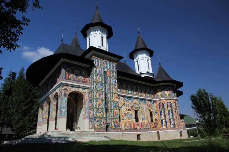 摩尔多瓦教堂,外观大多是旧俄罗斯的滞留风格建筑。(一)