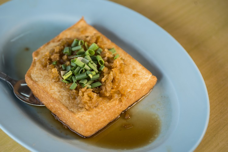 黄金豆腐(RM8) 蛋香滑溜的豆腐,加上菜圃甚滋味。