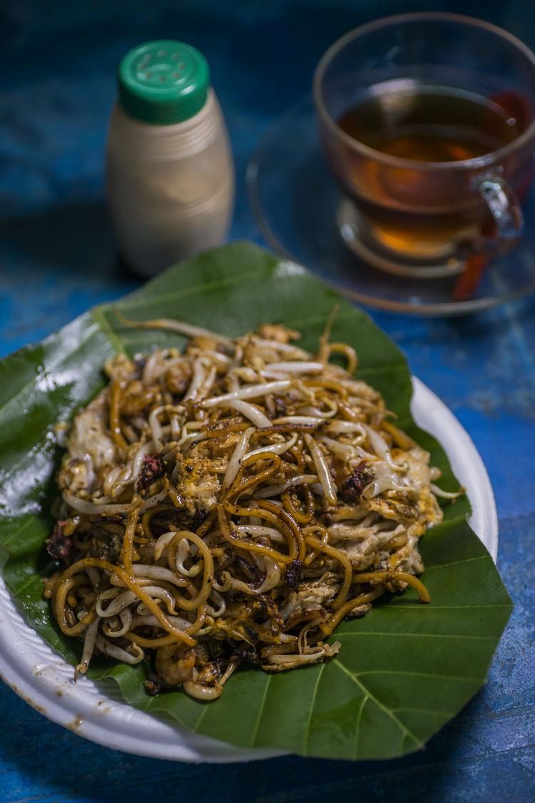 炒面+鸡蛋+鸭蛋(RM4.40) 饕客推荐的双蛋炒面,口感相当好,面条也炒得恰到好处。