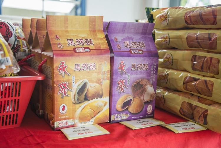精美独立包装的榴莲香饼及芋头香饼。
