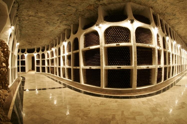 收藏着200万瓶葡萄酒,有些还是世界收藏家价值连城的私酒。