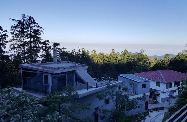 清晨从客房望出去是一片美丽景色。