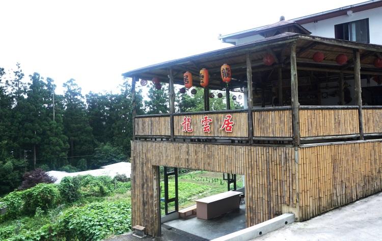 龙云农场的咖啡厅,晚上会在这进行捣麻薯活动哦!