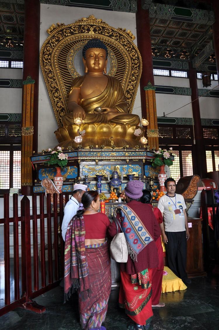 中华寺以中式格局建筑,是游客的热门访点。