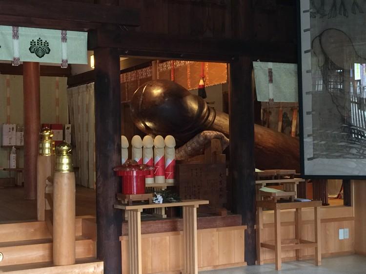 里头都是生殖器的木雕刻。