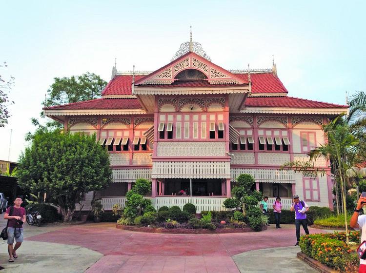 这间浪漫色彩的古屋 Khum Wongburi Museum 还保留当地人历史文物与生活故事,是一页页活历史书,让大家更了解当地文化。