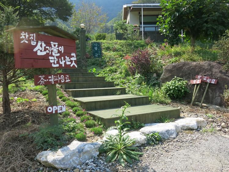 别墅前的楼梯。