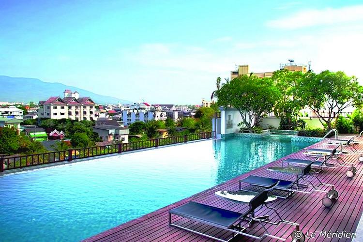 Le Meridien 最大的卖点是在最高楼的泳池边眺望清迈全市景观。