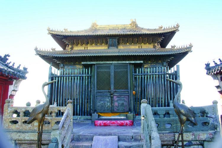 金殿历经600年至今坚固光彩依旧,乃中国古代建筑和铸造高超的见证,智慧和艺术辉煌的体现。
