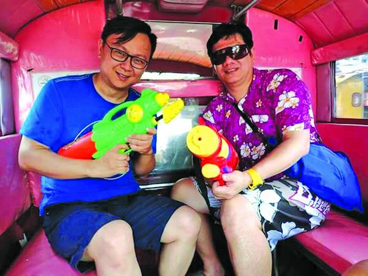 这个大马泼水特工媒体队是有泰国旅游局的代表Richard领军,大家玩得不亦乐乎。