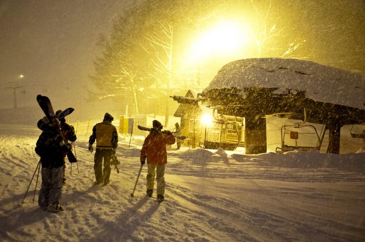 你可以与白雪相随之夜幕低垂。