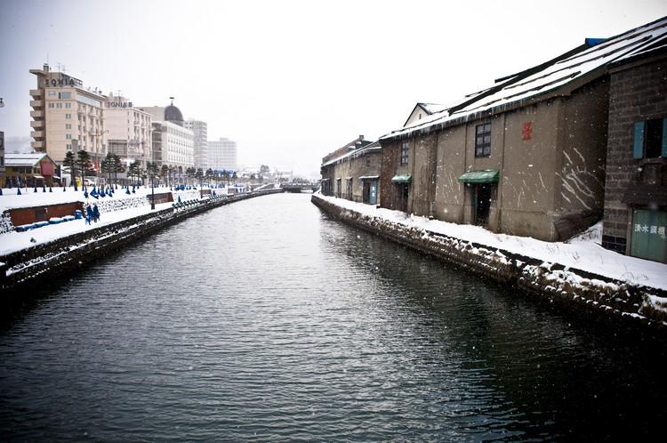 小樽更是北海道浪漫总部,祭出一道小樽运河,就足以让所有情人们迷醉。