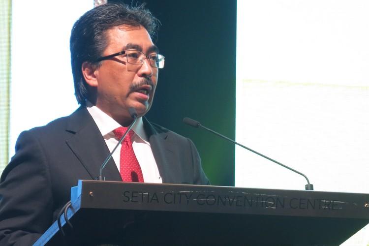 马来西亚财政部副部长拿督佐哈里(YB Datuk Johari bin Abdul Ghani)为本届主持大会仪式。