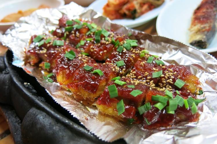烤黄太鱼也一样,香辣之余还多了些烤香味。