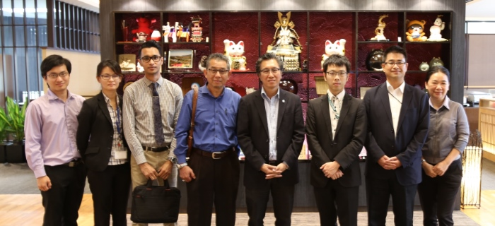 日本贸易振兴机构(JETRO)吉隆坡分局副董事经理 马场 启尔(Keiji Baba,右2)今日率领要员前来蘋果旅遊,与蘋果集团董事经理拿督斯里许育兴(Koh san,右4)会面,分享经商经验。
