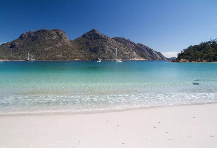 细白沙滩被排进世界十大最美海滩之一。