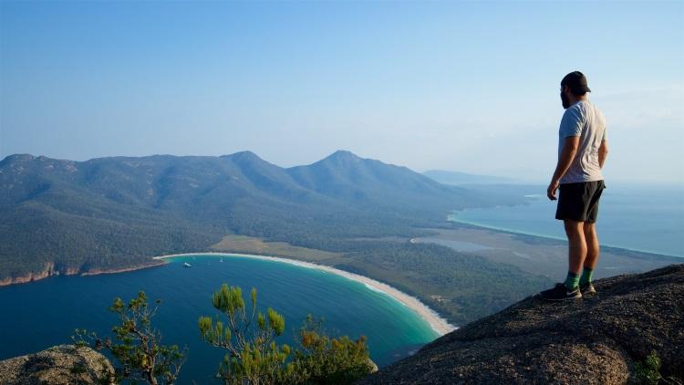 无限风光在险峰,酒杯湾是塔斯马尼亚岛上最受游客和当地人欢迎的度假胜地之一。