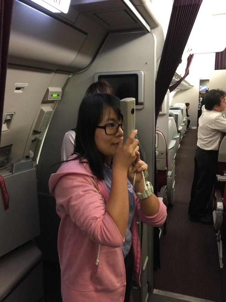 蘋果旅遊代表在飞机确定延误后,第一时间向顾客颁布最新状况。