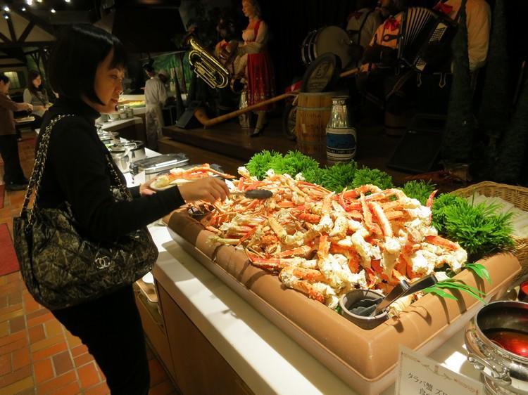 透过自助餐,你将可以毫无限制的享用北海道各种新鲜且质优的食材所烹煮出来的食物,吃到你够!