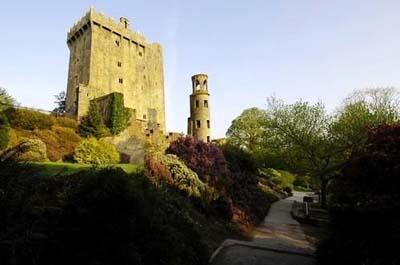 很多游客在布拉尼城堡献吻哦!(图片摘自www.tw.travel.com)