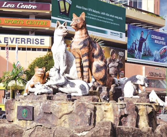 最具代表古晋的九只猫雕像。