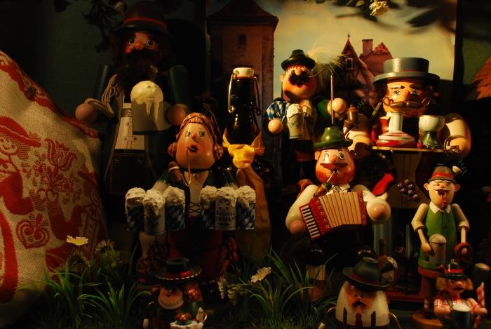 """受大家广泛喜爱和收藏德国手工艺品""""吹烟娃娃""""Raeuchermaennchen。"""