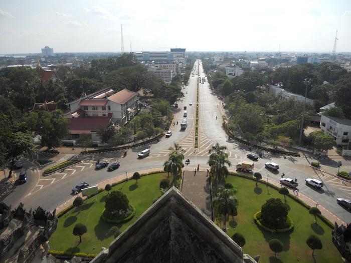 从凯旋门上俯瞰永珍市