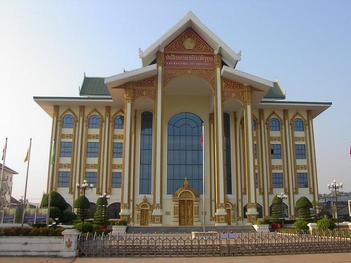 老挝国家文化宫又称金宫。