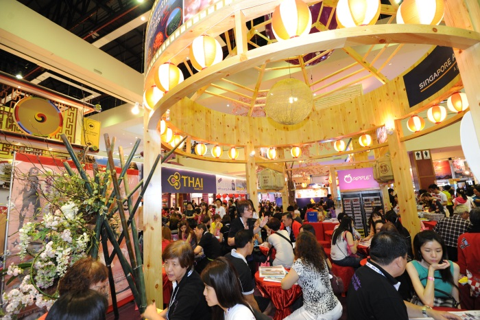 日本展摊今年增加了面积,还是座无虚席。