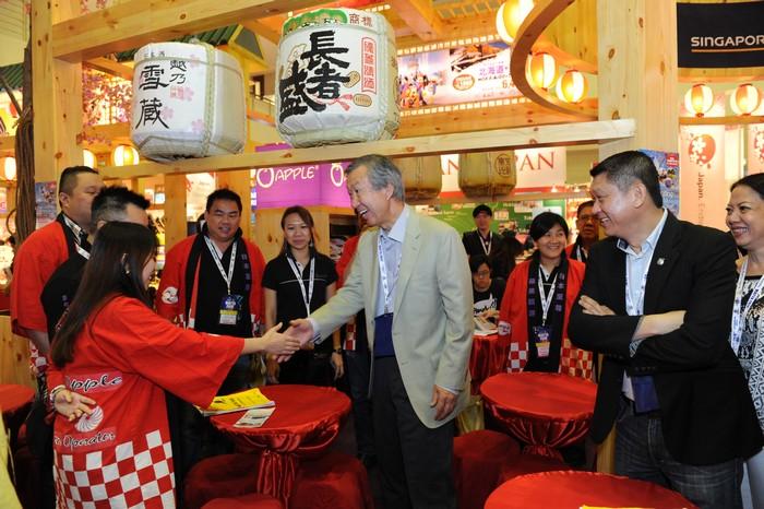 日本特命全权大使来探访蘋果人咯!
