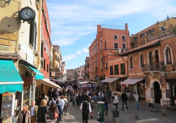 白天的威尼斯,是世界各地游客的汇集地。