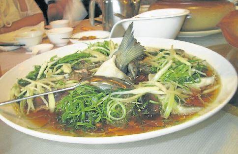 新鲜的魚配饭,胃口大开。