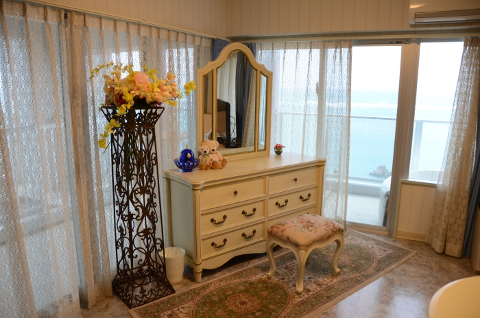 Sunny Wedding婚庆公司特别安排了英式古典风情的蜜月房,让新人甜蜜度过花烛夜。